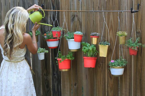 Diy spring garden ideas simple bliss - Idees deco jardin recup ...